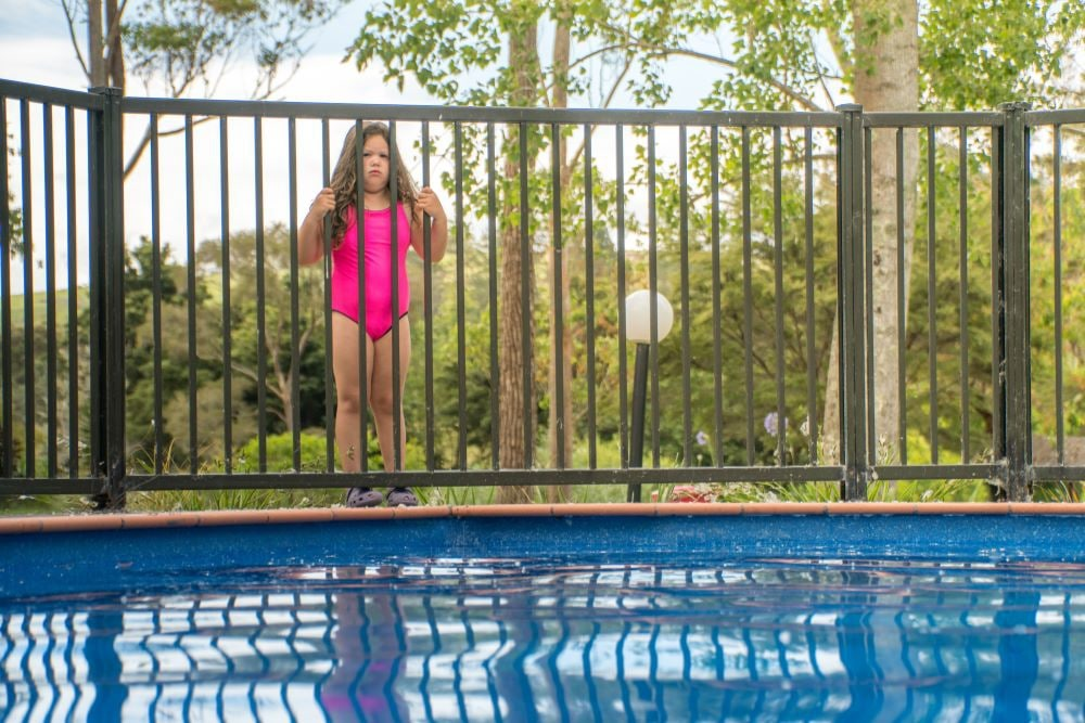 Top 7 Best Pool Fences Reviews & Guide for 2019